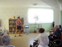 Beata zazpívala seniorům u příležitosti Dne matek